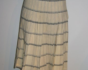 1960s Wool Pleated SKIRT.  Turnabout,  Reversible by Pendleton.  Made in USA. Classic School girl, wool, vintage.  Cream or Grey plaid.