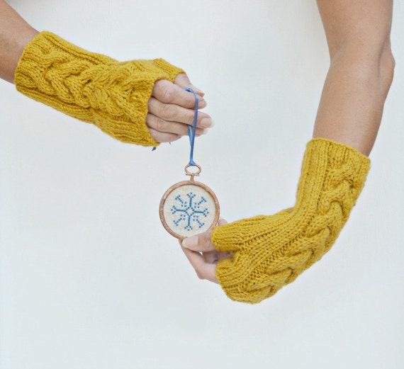 Cable knit arm warmers Mustard