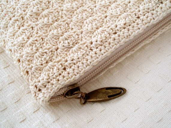 Cream crocheted pouch with organic cotton lining