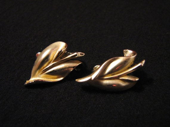 Vintage Coro Brushed Gold Tone Ivy Leaf Clip Earrings