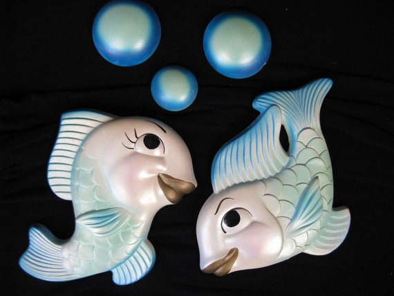 aqua chalkware fish. 1964 miller studio kissing fish and bubbles. bathroom decor.
