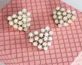 1 Vintage 1940s Brooch // 40s Dainty Pear Cluster Brooch // Japanese Glass Pearls
