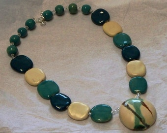 Kazuri green and cream necklace