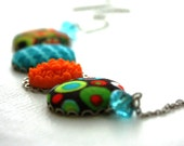Geometric Flowers and Fabric Necklace : Green, Turquoise and Orange Round Colorful Necklace