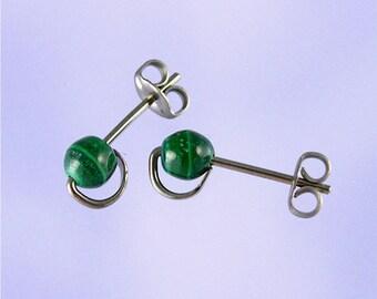 4mm Malachite niobium stud earrings