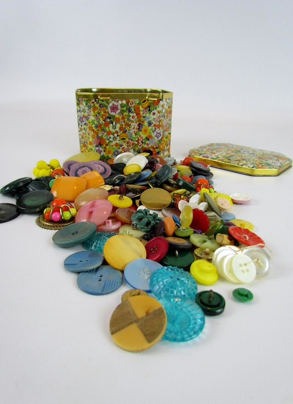 Antique button lot in matching vintage tin, bright colors lots of sets tested bakelite