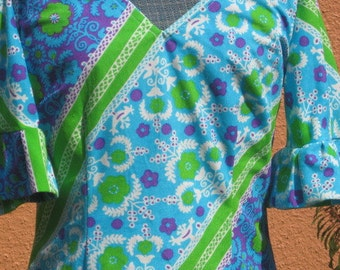 Vtg 60s Green Blue Purple White Graphic Floral Print V Neck Bell Sleeve A line Mini Dress