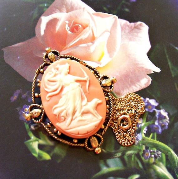 Custom Cameo Resin Pins Diy: Vintage 1960s Resin Cameo Pendant Brooch Necklace... Diana