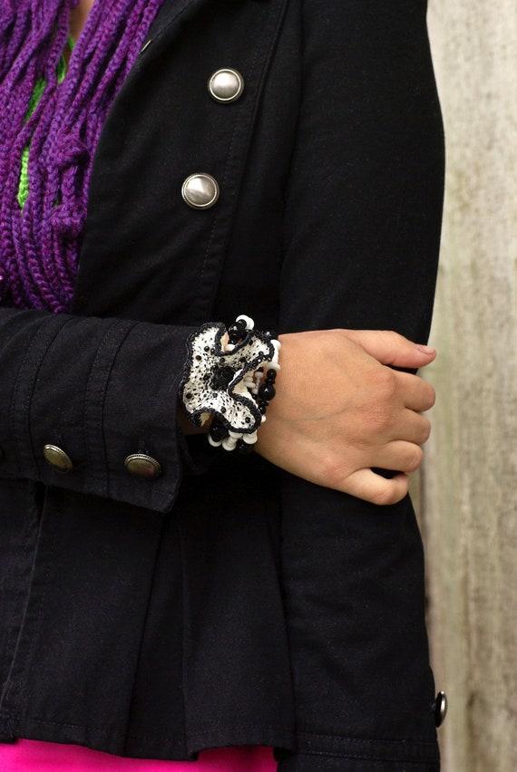 Women Gift, Large Bracelet, White and Black Bracelet, Crocheted Flower, Memory Wire Bracelet, Party Bracelet, OOAK