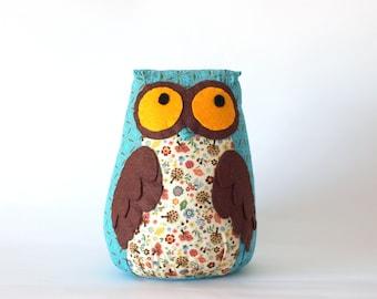 Medium owl toy in turquoise
