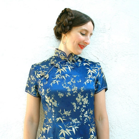 Vintage Cheongsam Dress... Embroidered Chinese Dress.... Blue and Gold... SAPPHIRE (xs)