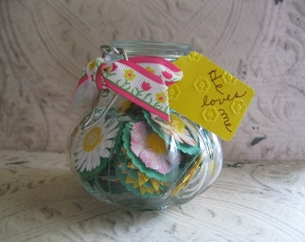 """Daisy Scripture Jar - Encouraging Words from Scripture - """"Bloomin' Righteousness"""" or  """"A Pocketful of Daisies - He Loves Me"""" - Religious"""
