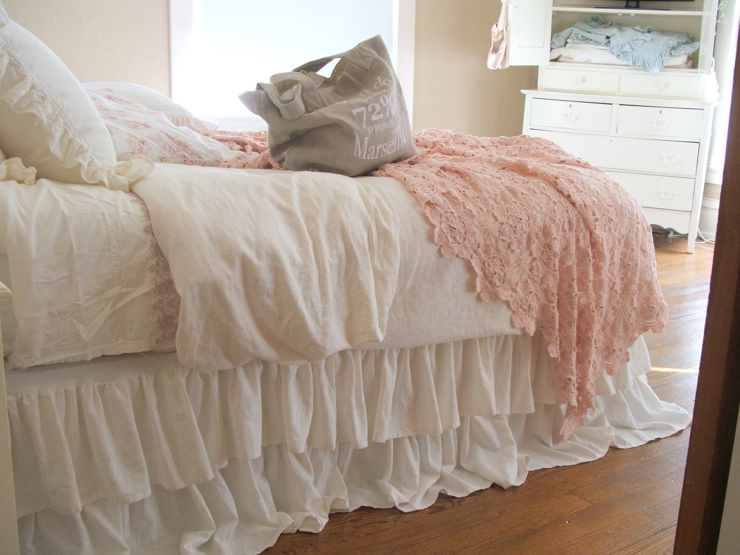 romantic tiered ruffle dust ruffle bed skirt king size. Black Bedroom Furniture Sets. Home Design Ideas