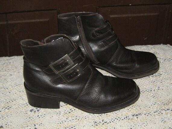ladies brown leather ankle boots w zipper  sz 6 M  vintage  80s