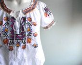 vintage.  Mexican Embroidered Top  / XS S