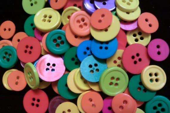 100 pcs Mix Round Buttons 4 holes - mix size