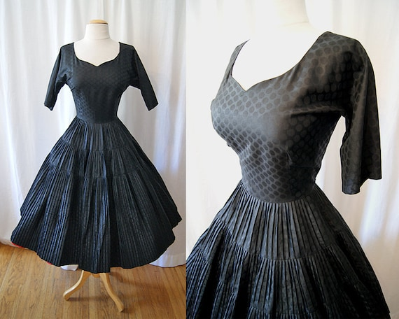 Fabulous 1950's new look black polished cotton dress with polka dots chic swing vlv rockabilly pin up girl - size Medium to Large