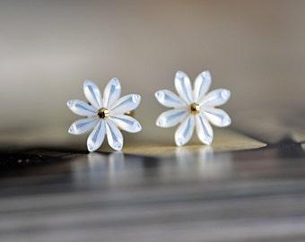 White Mother of Pearl Shell Flowers 10mm/ 12mm  -V1036 /10Pcs