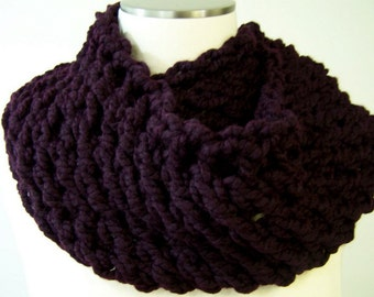 Eggplant Purple Chunky Knit Infinity Scarf, Aubergine Chunky Loop Scarf, Eternity Scarf, Knit Cowl, Big Knit Circle Scarf, Winter Trends