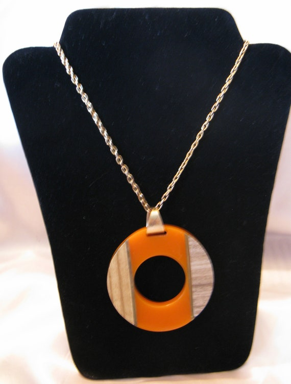 Vintage 60s Round Mod Pumpkin Orange Plastic Pendant Necklace with Laminated Wood Inserts