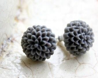 Flower earrings -- Grey chrysanthemums