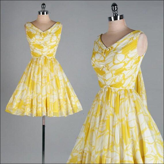 Vintage 1950s Dress . Yellow . White . Crepe . XS . 1718