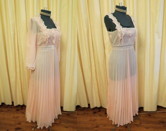 Vintage Sexy 1970s 2 Piece Nightie Lingerie and Sexy Robe