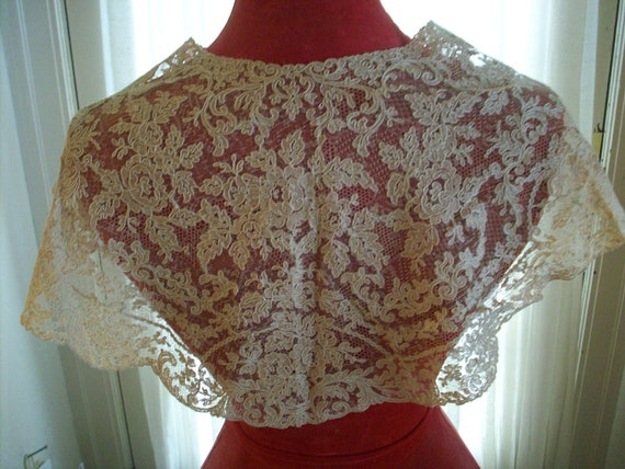 Antique collar of embroidered net  caplet