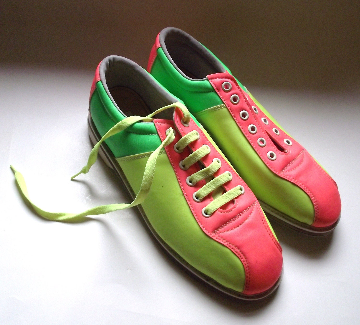 Super Bright Neon Bowling Shoes Men's Size 8 by planetalissa