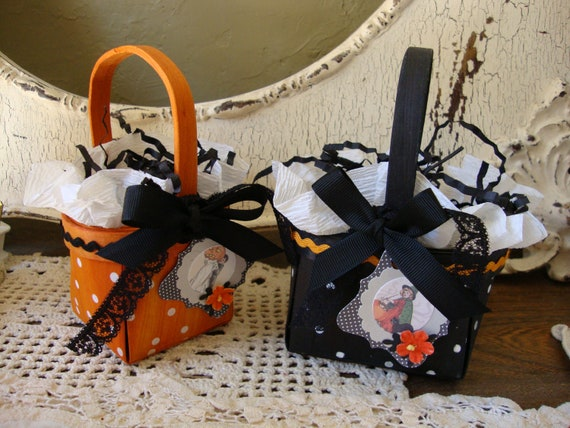Cute Halloween Wood Treat gift baskets with Cute Vintage witch and children tags Black and Orange Polka dots Mini gift baskets