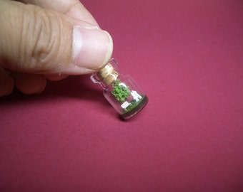 Tiny green tree and a couple in a tiny bottle ver.2 B