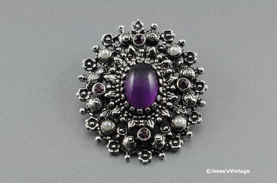 Sarah Coventry Brooch CATHERINE 1973 Purple & Faux Pearl