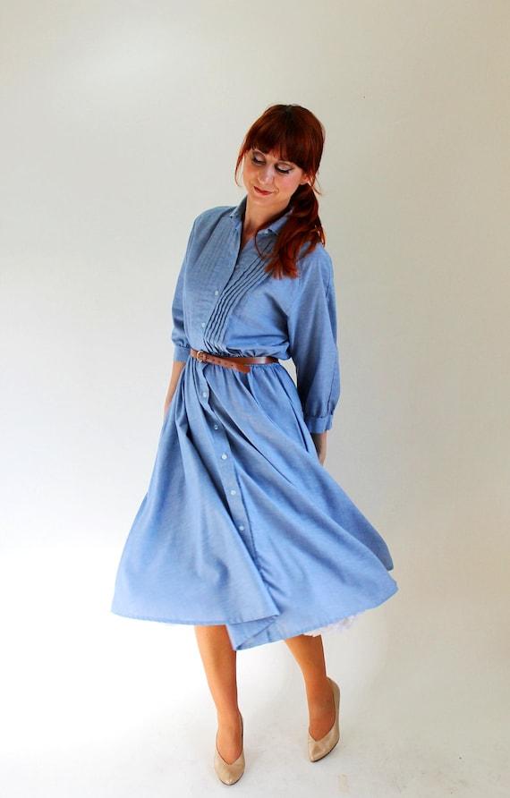 Sale - Vintage 1980s Blue Chambray Shirtdress. Mad Men Fashion. Office Fashion. Summer Fashion. Fall Fashion. Size Large