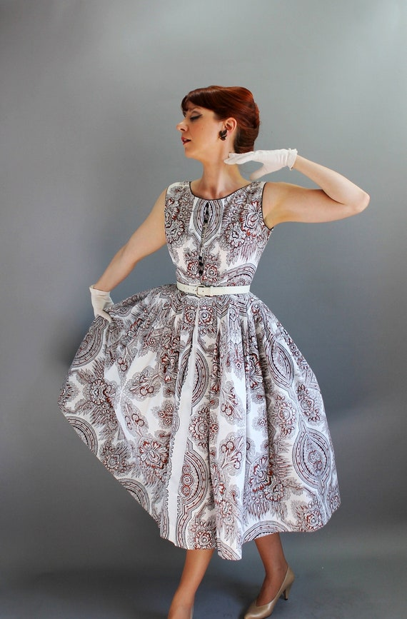 Sale - Vintage 1950s White Brown Paisley Full Skirt Dress. Mad Men Fashion. Party Dress. Cocktail. Bridesmaids. Fall Fashion. Size Medium