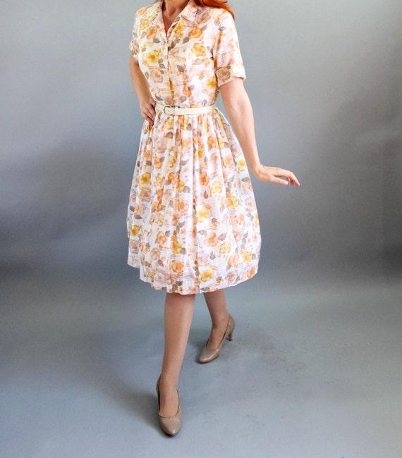 Sale - Vintage 1950s Orange Brown Yellow Floral Print Shirtdress. Shirt Dress. Mad Men Fashion. Fall Fashion. Spring Fashion. Medium