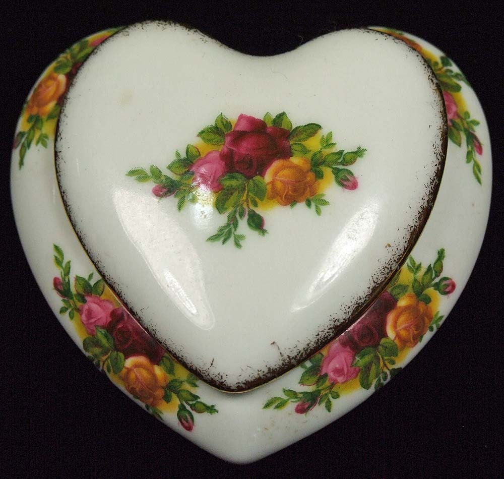 Old country roses heart shaped dish trinket ring box with lid for Heart shaped jewelry dish