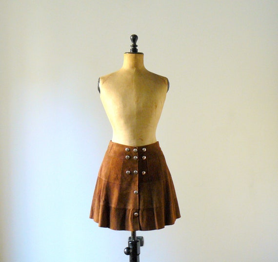 Vintage 1970s brown suede mini skirt. A line metal buttons miniskirt
