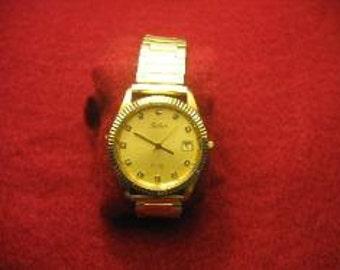 Pre-Owned Mens Belair Gold Tone Quartz 3 ATM Water Resistant Diamond Dial Watch