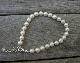 Pearl bracelet knotted and sterling silver