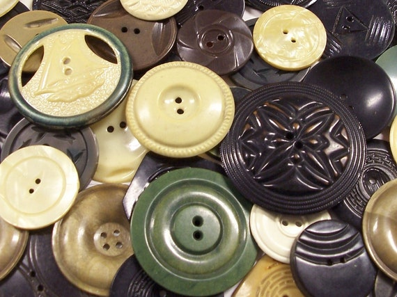 VINTAGE Buttons Large Lot of WAFER Celluloid Buttons (100) Various Styles Big to Small Antique Vintage Celluloid Wafer BuTTON Destash (G39)