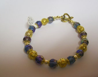 7 1/2 inch Dressy Bracelet in Iridescent Blue and Gold .... Fancy, Dressy, lovely bracelet and shipping is only .99