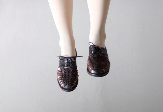 woven huarache oxfords 8.5 . 1980's lace up shoes size 8 1/2