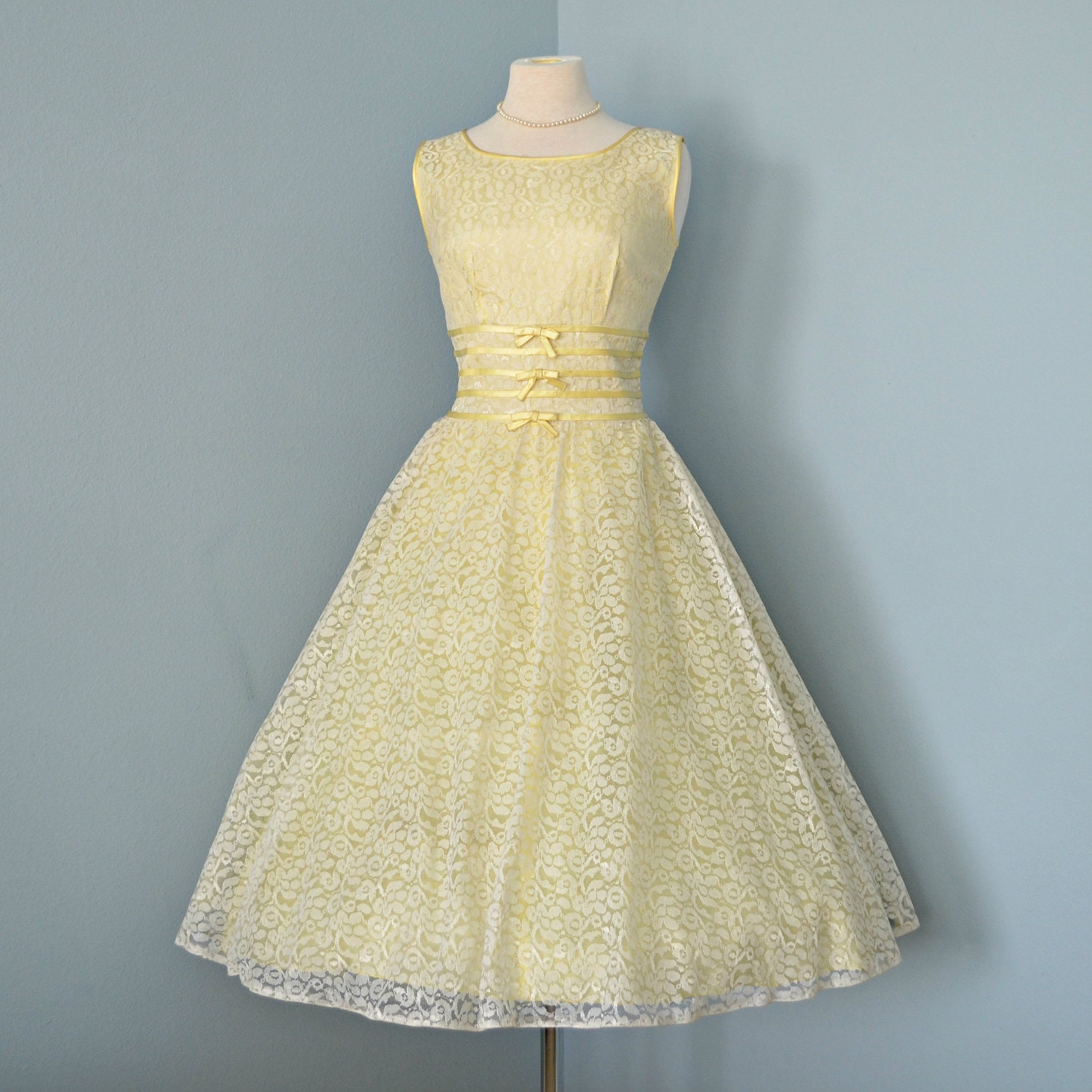 Vintage 1950's Wedding Dress...Beautiful Pale Yellow Lace
