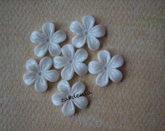 6PCS - Mini Violet Flower Cabochons - 11mm - Resin - White - Cabochons by ZARDENIA