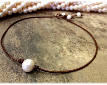11 - 12 mm Cultured Freshwater Pearl and Leather Necklace (SanDe N1)