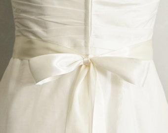 Bridal sash Wedding belt, simple ribbon bow custom color