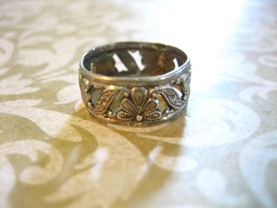 Vintage Uncas Sterling Floral Cut Out Band Ring