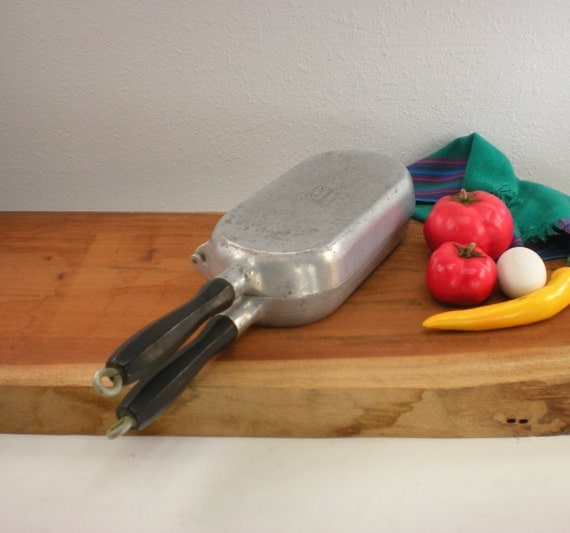 Super Maid Cast Aluminum Cookware Omelet Hinged By