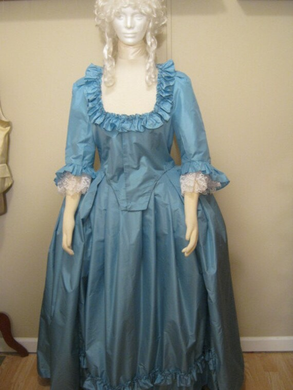 Women's Colonial Dress