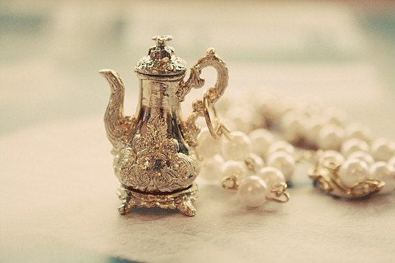 Royal Mad Hatter teapot necklace